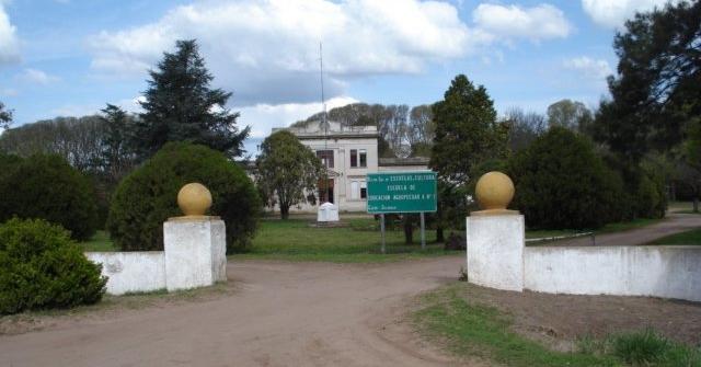 ESCUELA AGRARIA DE CAZON